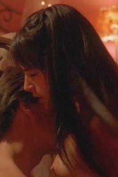 Голая Джордана Брюстер в фильме «Рядом с Грейс», 2005
