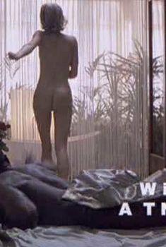 Голая попка Джорджины Райлэнс в фильме «7 секунд», 2005