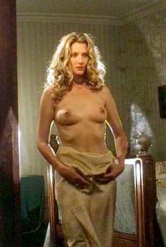 Голая Джоэли Ричардсон в сериале «Любовник леди Чаттерлей», 1993