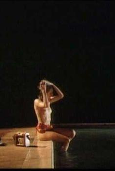 Голая Джоэли Ричардсон в фильме «Отсчет утопленников», 1988