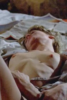 Голая Джули Кристи в фильме «А теперь не смотри», 1973