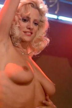 Голая Джули Майклс в фильме «Придорожная закусочная», 1989