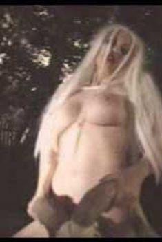 Голая Джули Стрэйн в фильме «Ведьма из Блэр. Секс версия», 2000