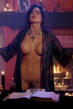 Голая Джули Стрэйн в фильме «Любовь и магия 2. Колдунья», 1995