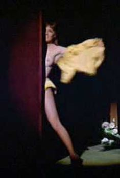 Голая грудь Джули Эндрюс в фильме «Дорогая Лили», 1970
