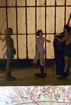 Голая Джулианна Мур в фильме «Большой Лебовски», 1998