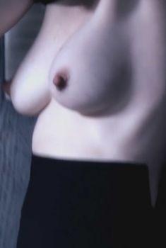 Голая грудь Джулианны Николсонв фильме «Уильям Винсент», 2010