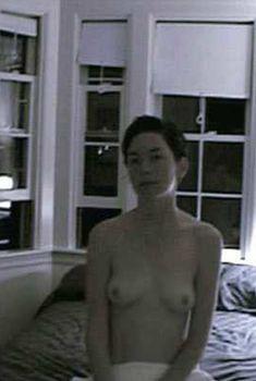 Голая Джулианна Николсон в фильме «Ее имя Карла», 2005