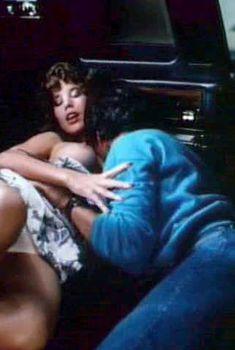 Голая сиська Джуэл Шепард в фильме «Мой наставник», 1983