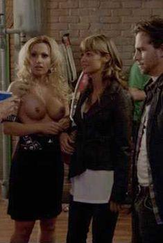 Диана Терранова показала голую грудь в фильме «Пентхаус», 2010