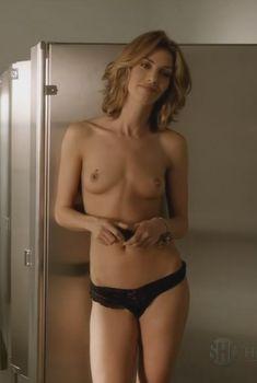 Голая Доун Оливери в сериале «Обитель лжи», 2012