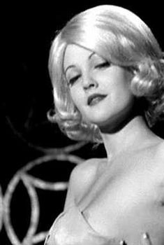 Дрю Бэрримор засветила сосок в фильме «Мысли, полные желания», 1997