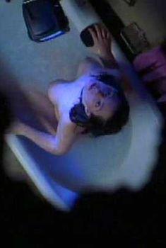 Голая Дэбби Рошон в фильме «Апокалипсис и королева красоты», 2005