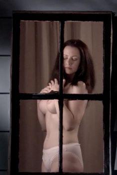 Голая Дэбби Рошон в фильме «Быть Майклом Мэдсеном», 2007