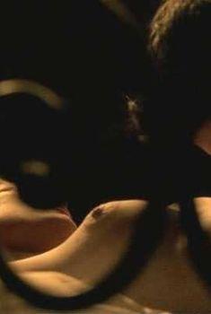 Голая грудь Евы Хаберманн в фильме Vier Tage Toskana, 2008