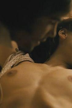 Голая Елена Анайя в фильме «Капитан Алатристе», 2006