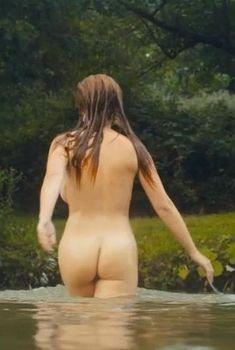 Красотка Жозефин де ла Буме оголила грудь и попу в фильме «Дорожные игры», 2015