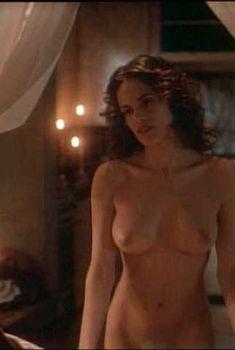 Голая Жустина Вэйл в фильме «Обнаженные души», 1996