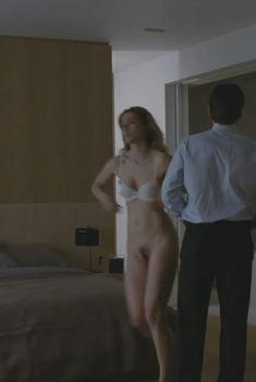 Голая Жюли Гайе в фильме «Без улик», 2010