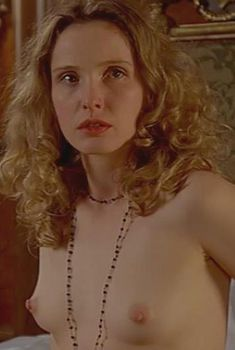 Голая Жюли Дельпи в фильме «Исследуя секс», 2001