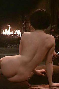 Голая Жюльет Бинош в фильме «Невыносимая легкость бытия», 1988