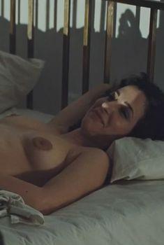 Голая Зана Марьянович в фильме «В краю крови и меда», 2011