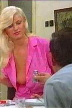 Красивая голая грудь Зибилле Раух в фильме Lemon Popsicle III, 1981