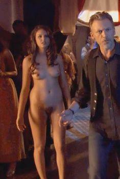 Голая Зита Вашш в сериале «Блудливая Калифорния», 2007