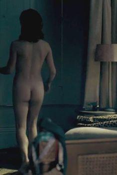 Голая Зои Таппер в фильме «Кровь», 2012