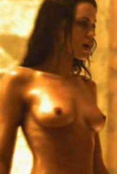 Голая Ив Мауро в фильме «Парниковый эксперимент», 2008
