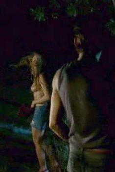 Красивая голая грудь Изильд Ле Беско в фильме Wild Camp, 2005