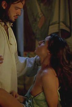 Голая грудь Ингрид Рубио в фильме «Византийская принцесса», 2006