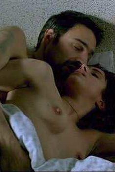 Голая Ингрид Рубио в фильме «Убей меня нежно», 2003