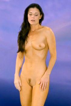 Голая Индия Саммер в фильме «Сверхъестественная сексуальная активность Эммануэль», 2011