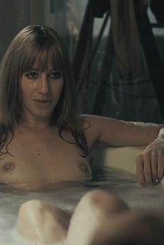 Йоханна Вокалек топлесс в фильме «Комплекс Баадер-Майнхоф», 2008