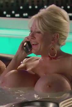 Огромная голая грудь Кайлы Кливедж в фильме «Девушка моих кошмаров», 2007
