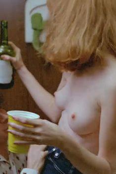 Голая Камилль Китон в фильме «Неукротимая сила», 1982