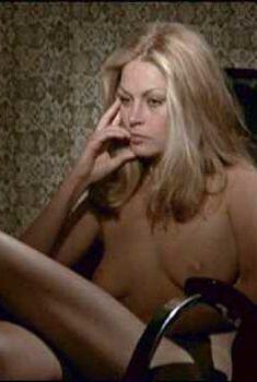 Голая Карен Карлсон в фильме «Студентки-сестрички», 1970