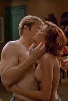 Голые сиськи Кари Вурер в фильме Sex and the Other Man, 1995