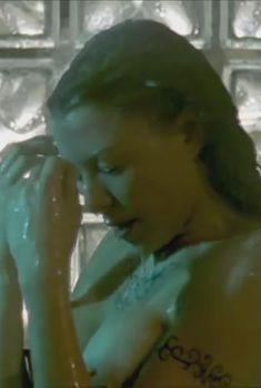 Голая Кари Вурер в фильме «Бессмертные воины», 2004