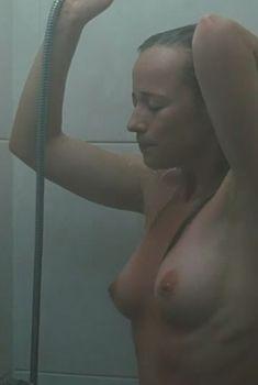 Голая Карин Ванасс в фильме «Подмена», 2011