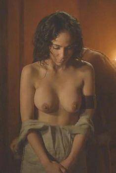 Голая Карина Теста в сериале «Одиссея», 2013