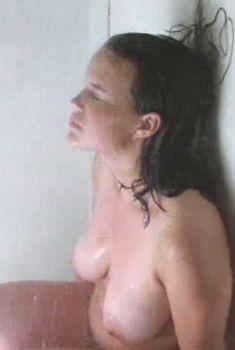 Голая Карла Гуджино в фильме «Изнасилование», 1998