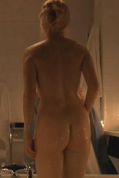 Голая попка Карлы Гуджино в фильме «Электра Luxx», 2010