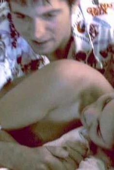 Голая Карли Поуп в фильме «Разные ракурсы», 2002