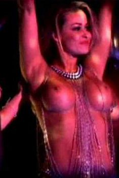 Кармен Электра танцует топлес в кабаре Crazy Horse Paris, 2009