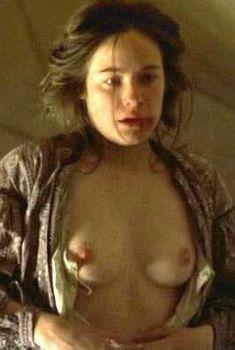 Голая Каролин Давернас в фильме «На грани безумия», 2002