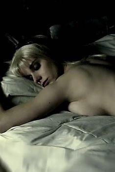 Каролина Банг снялась обнажённой в фильме «Печальная баллада для трубы», 2010