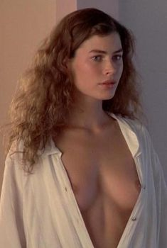 Голая Карре Отис в фильме «Дикая орхидея», 1989