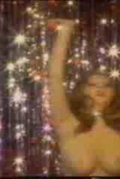 Голая Кассандра Петерсон в фильме «Девушки за работой», 1974